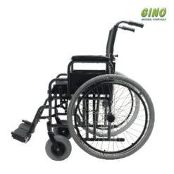 Cadeira de Rodas D400 DellaMED.A cadeira de rodas D400 Dellamed foi desenvolvida para superar as melhores cadeiras do mercado. Unindo conforto e resistência, suporta uso intenso em terreno irregular.