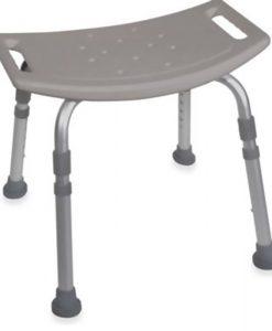 Banqueta de banho sem encosto - Mobil Saúde - Gino Material Médico Hospitalar, Confeccionada em alumínio, com assento em polietileno de alta densidade, fixada por parafusos, furos para escoamento da agua, assento Anti derrapante, regulagem de altura em 5